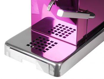 La Piccola Piccola Pink ESE Kaffeemaschine violett front Auslauf